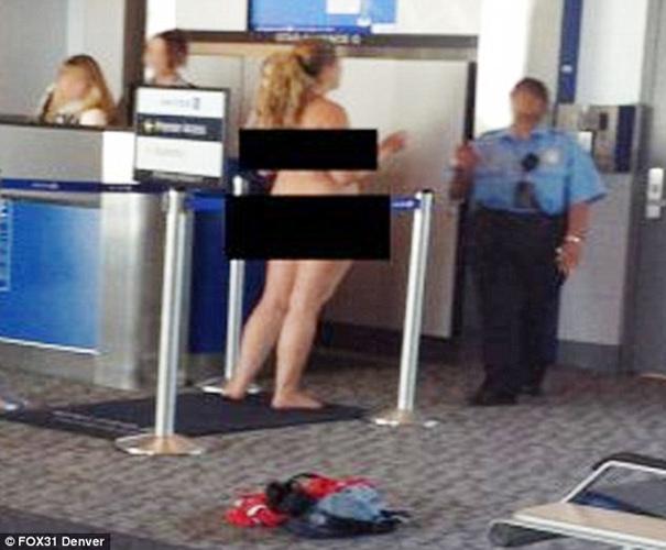 美女子登机时脱光震惊旁人 中新网