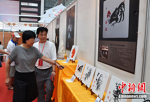 陶瓷雕刻亮相首届广西工艺美术大师精品展图片