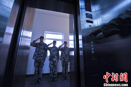 中国驻黑瞎子岛的首座现代化电梯哨塔-中新网