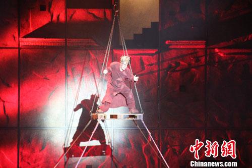 英文版《巴黎圣母院》登录重庆大剧院-中新网