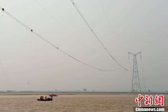 哈郑特高压输电线路全长2210千米,是目前世界上电压等级最高,输送容量