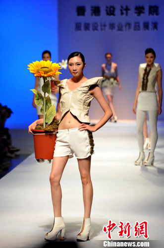 香港学生服装设计毕业作品亮相广东大学生时装周-中