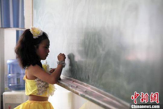 """山城重庆小学生 各式活动迎接""""六一""""儿童节(3)-中新"""