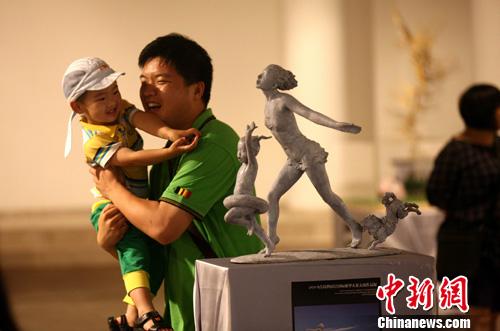 青岛世园会国际雕塑大赛入围作品与观众见面-中新网