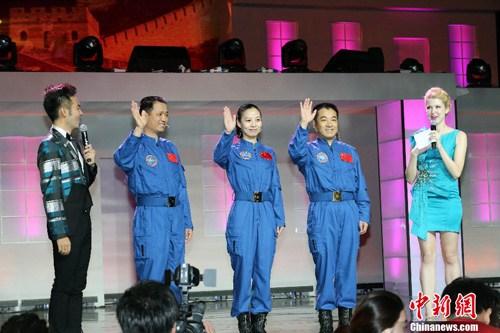 神十航天员与营员见面