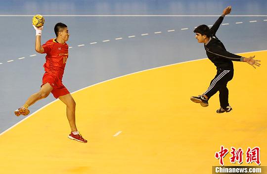 亚青会赛事全面开战 中国队手球比赛惜败伊拉