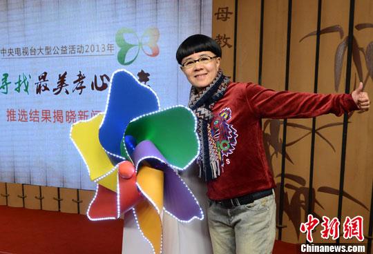 刘纯燕/图为著名少儿节目主持人刘纯燕助阵。中新社发李学仕摄