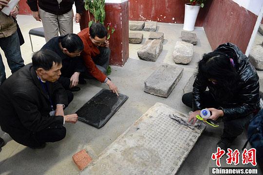 长沙居民捐11块古代碑文图片