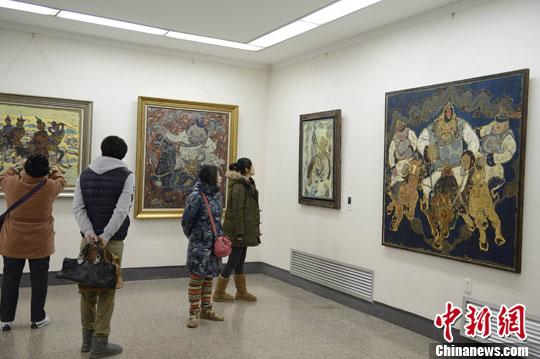 图:内蒙古蒙古族主题油画展受关注