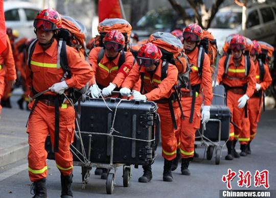 四川攀枝花开展地震救援拉练检验应急处置能力