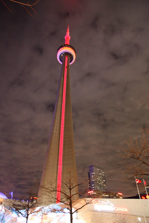 """加拿大地标亮""""红妆""""迎接中国春节"""