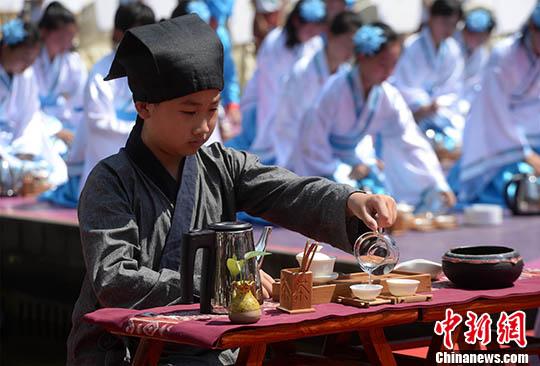 重庆300名小学生划分《片区规》迎端午弟子诵读贵阳小学图片