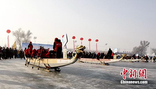 """黑龙江省举办冰上赛""""龙舟"""""""