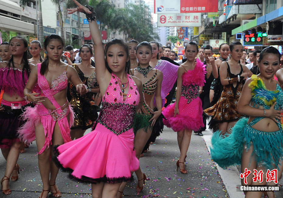 香港侨界少女蹁蹁起舞庆回归