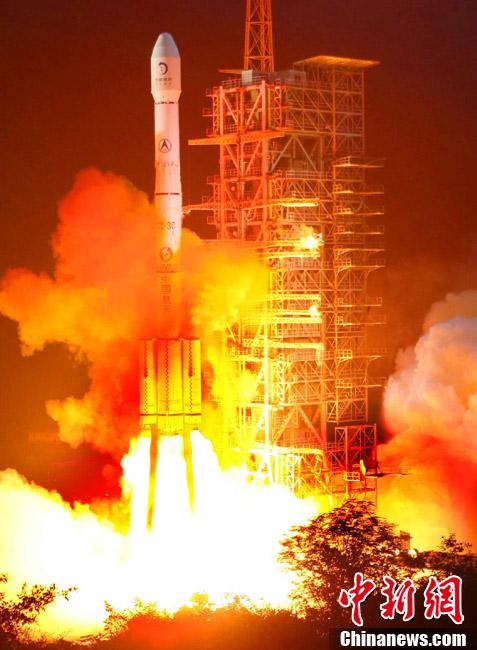 """中国""""嫦娥二号""""卫星发射升空"""