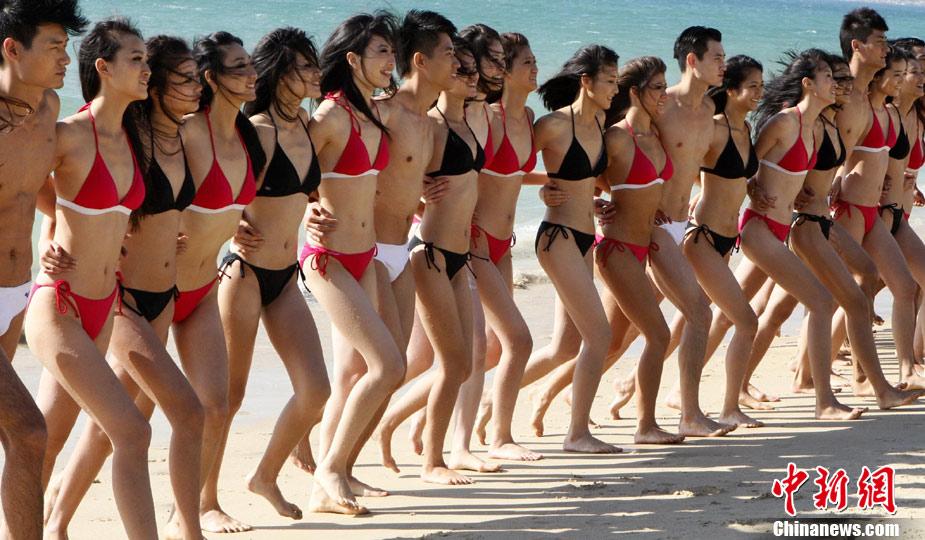 新丝路中国模特大赛选手三亚展示风采