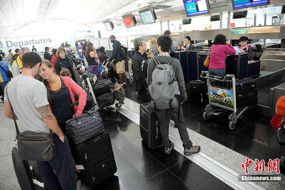 而往返香港和欧洲的航班亦延误