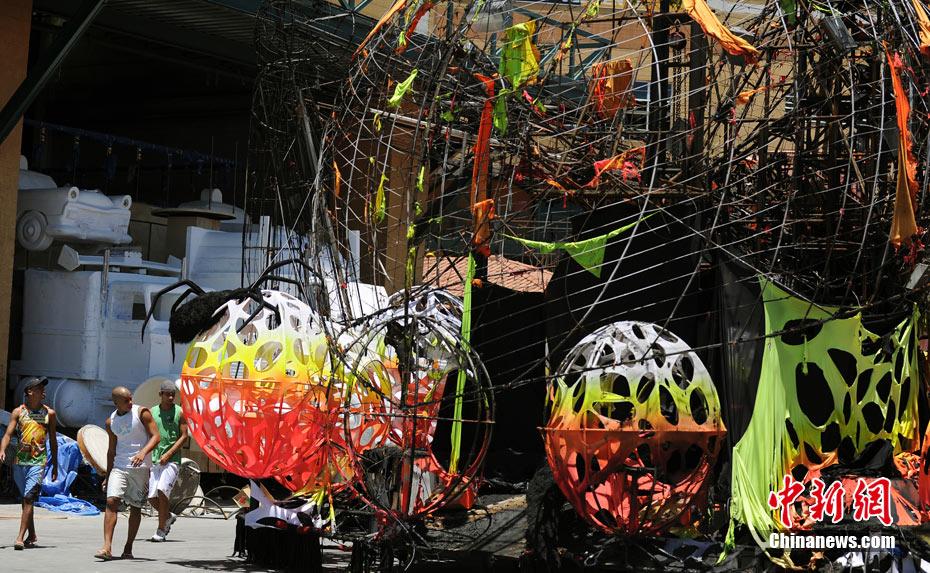 服装 里约热内卢市/2月7日,巴西里约热内卢市桑巴城发生火灾,大量为狂欢节巡游...