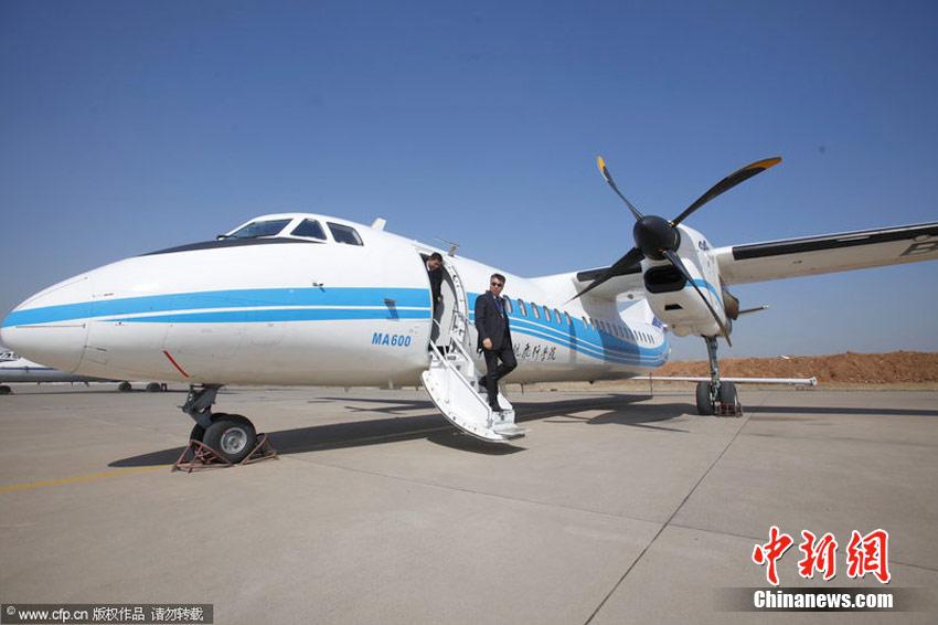 """""""新舟600""""首飞 中国两代国产民用飞机新老交接"""