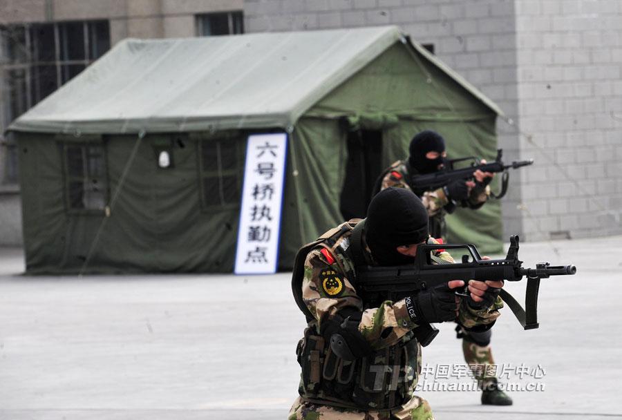 武警新疆边防部队提高新兵反恐处突能力图片