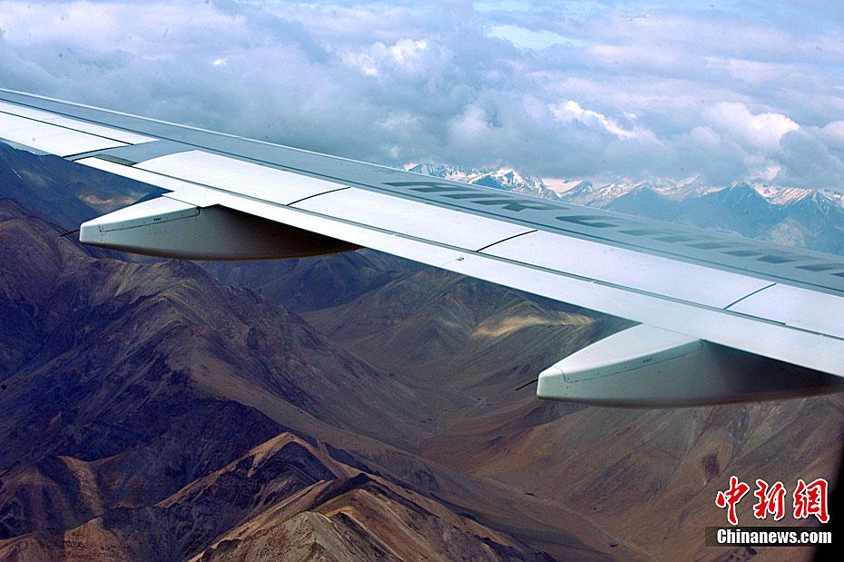 空中小姐阿里航线吸氧服务记——飞在世界屋脊的屋脊