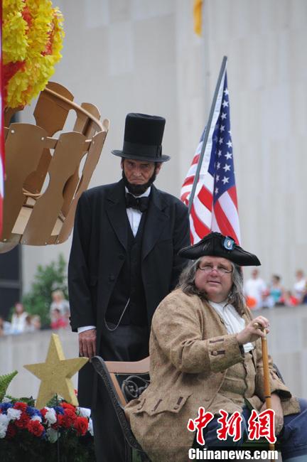 美国华盛顿举行庆祝独立日大游行
