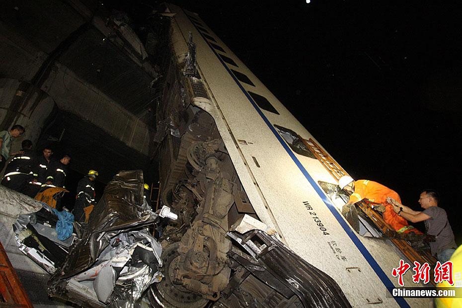 """""""7·23""""甬温线特别重大铁路交通事故图片全记录"""