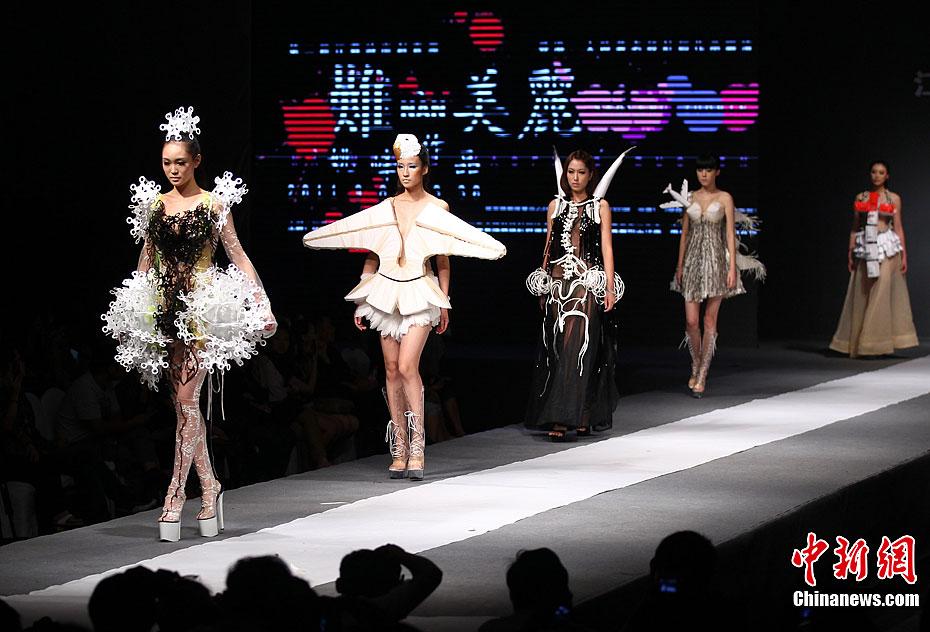 """""""难·美丽""""--创意时装秀南京上演"""
