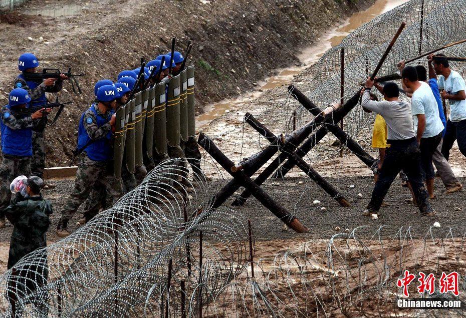 """解放军举行""""蓝盔行动--2011""""演练活动"""