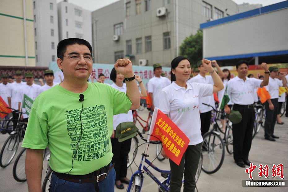 陈光标砸奔驰 倡低碳绿色出行 中新网