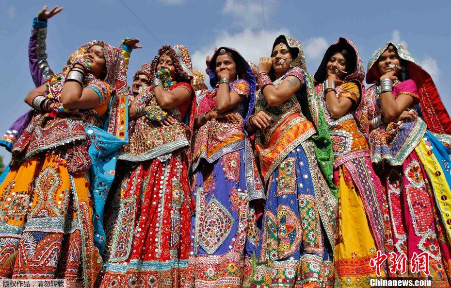 印度举行庆祝九夜节舞蹈彩排 中新网
