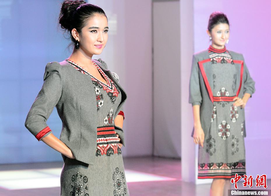 新疆举办首届服装设计师大赛 演绎民族时尚
