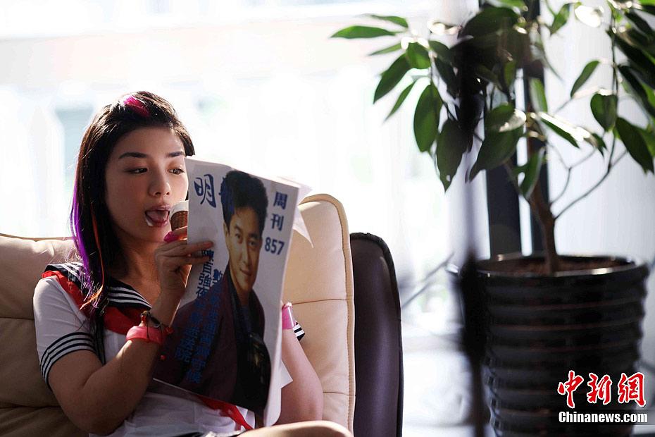 《东成西就2011》曝黄奕最新性感剧照 中新网