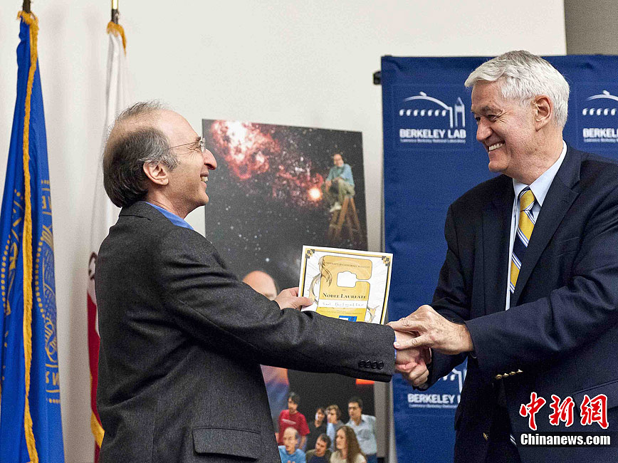 美国 诺贝尔物理学奖/当地时间10月4日,美国加州大学伯克利分校天体物理学家波尔...