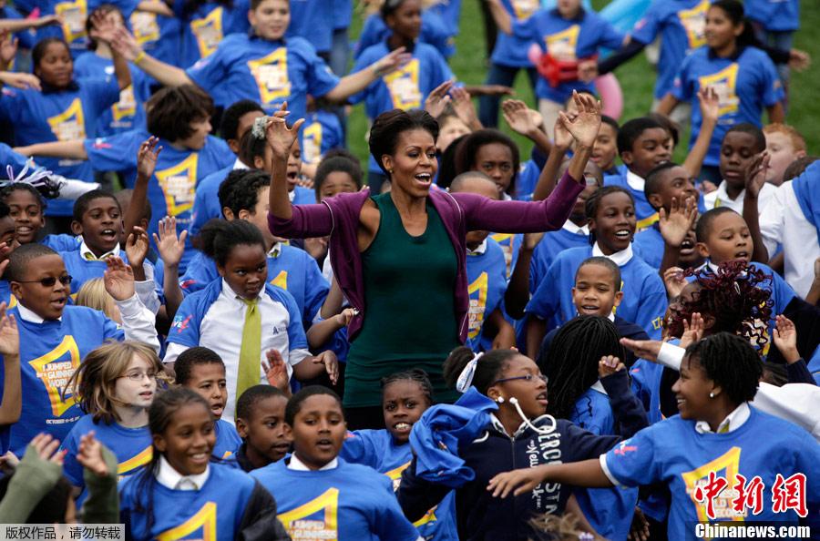 米歇尔/美第一夫人带学生集体跳跃欲破世界纪录