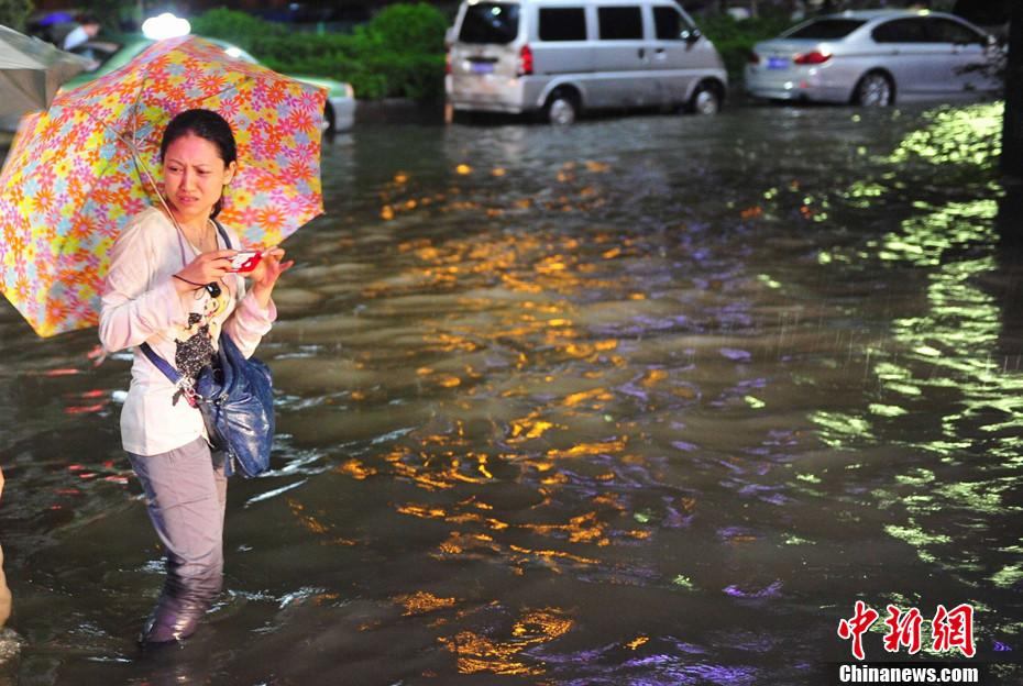 狂风暴雨今早袭击广州