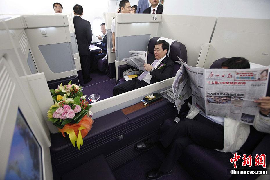 北京/2011年10月17日,在北京首都国际机场的2号航站楼,南航A380...