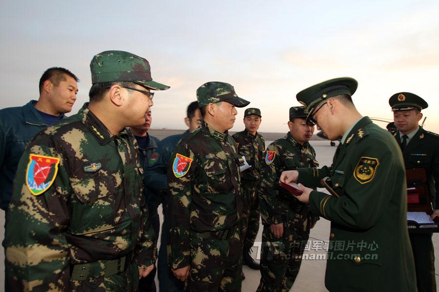 """李翔摄/中巴""""友谊/2011""""反恐联合训练直升机大队启程"""