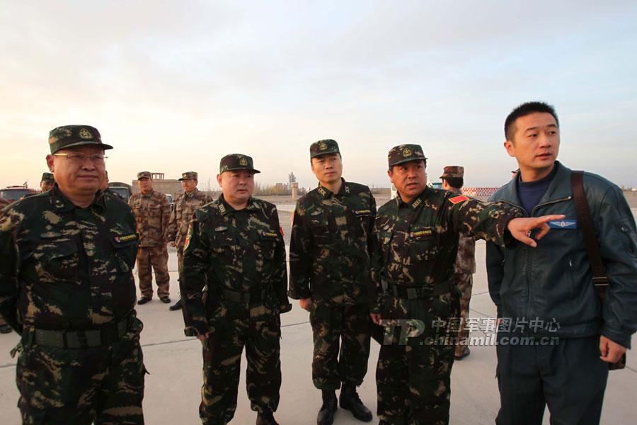 """友谊 周洪涛/中巴""""友谊/2011""""反恐联合训练直升机大队启程"""