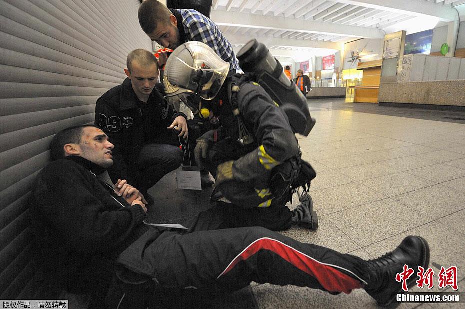 地铁 演习/法国举行地铁恐怖袭击后救援演习