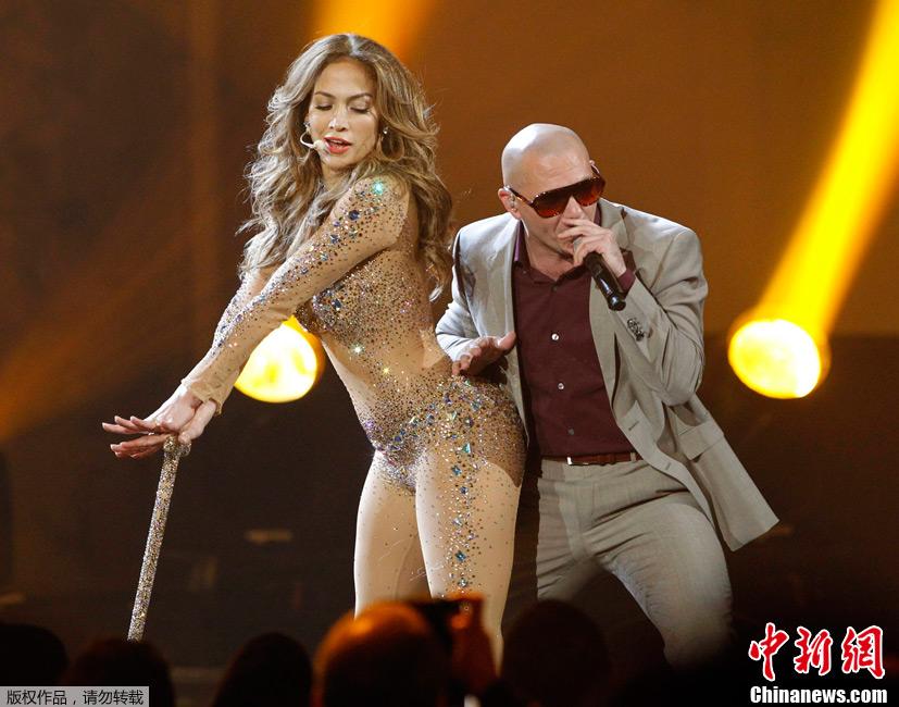 全美音乐奖 洛佩兹性感透视装激情热舞 中新网
