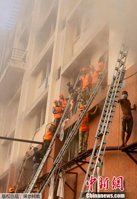 加尔各答/印度一家医院发生火灾至少40人死亡