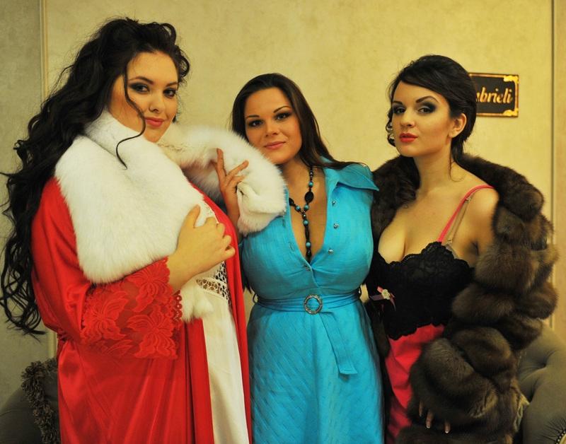 俄罗斯甜美人选美 中新网