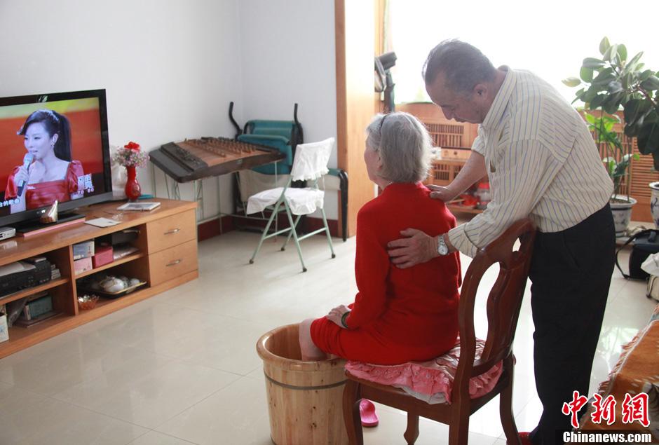 【图片故事】爱情进行时 文艺式老年生活