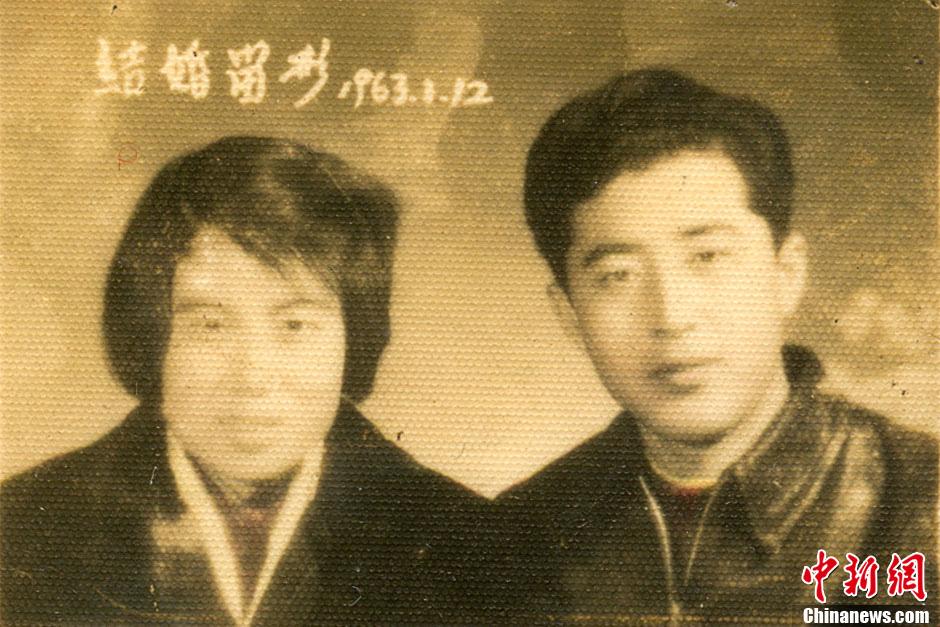 爱情 庄紫钰/尹之然和庄紫钰老人的结婚照。(图片由被采访者提供)...