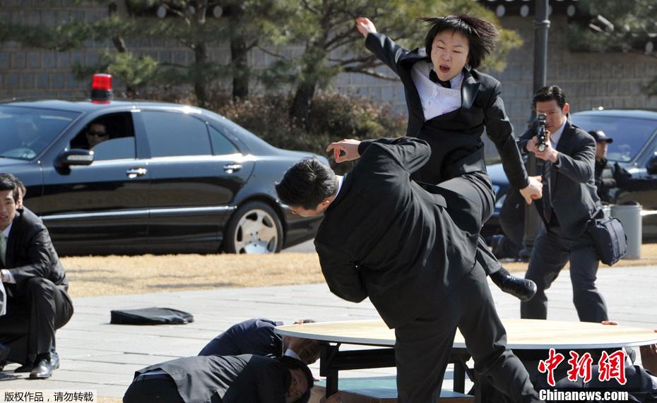 韩总统贴身女保镖身手不凡