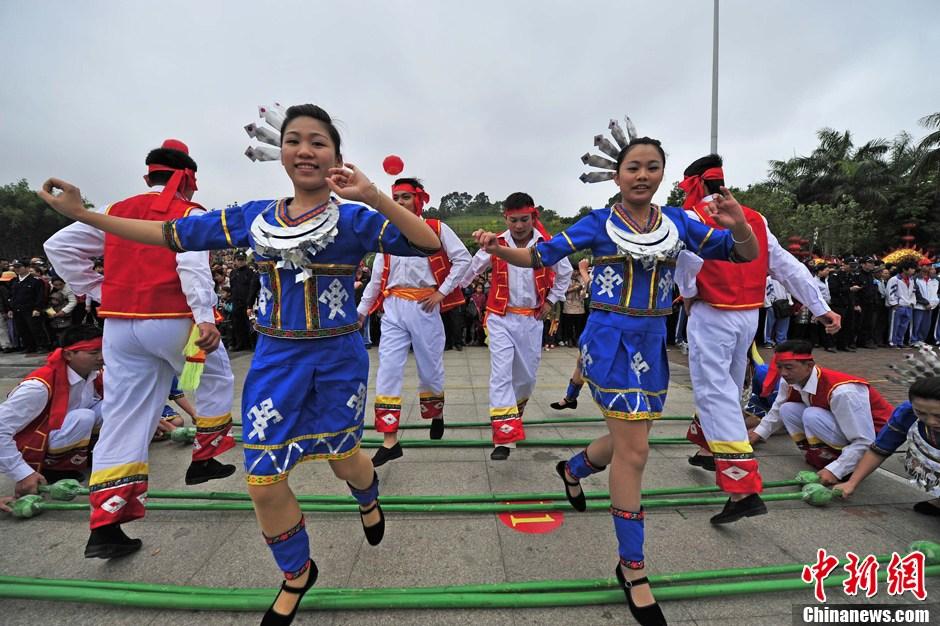 """中国各地举办丰富活动欢度""""三月三"""""""