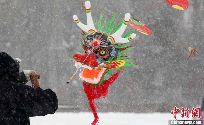 农历三月三 长春风筝雪中飞满天