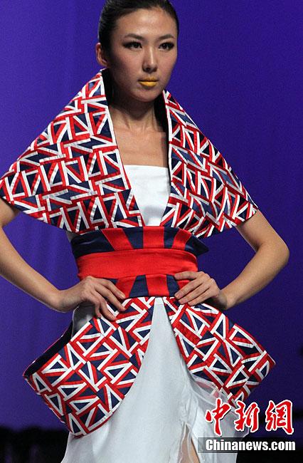 中国国际青年设计师时装作品决赛在北京上演-中新网