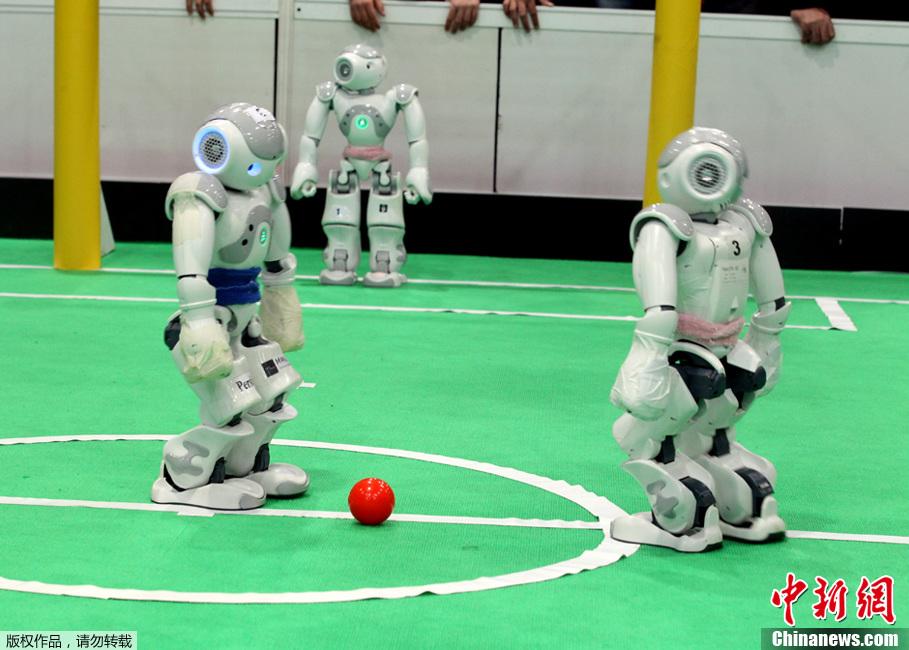 伊朗举办机器人足球赛 近400支球队斗智斗勇